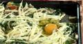 Оформяме три кладенчета, в които чукваме по 1 яйце. Запичаме ястието около 10-12 минути във фурна, загрята на 180 градуса.