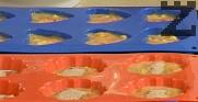 Размесваме всички съставки с помощта на шпатула. Прехвърляме в силиконови формички за мъфини. Поръсваме с размесените захар и канела. Печем в сгорещена на 190 градуса фурна за 20-25 мин.