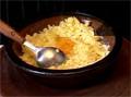 Сваряваме картофите и ги пасираме, добавяме сол и брашно. Прибавяме 2 яйца и разбъркваме. Наливаме прясно мляко, поръсваме черен пипер и отново разбъркваме.