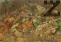 В тигана, след като водата е поета от ориза се поръсва нарязан магданоз, сол и пипер. Разбърква се и добавят стафиди.