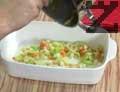 Изсипваме зеленчуците в тавичка