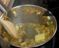 Сотираме за кратко зеленчуците със зехтин, масло, мащерка и бяло вино.