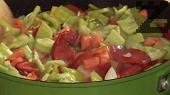 В същата мазнина запържваме лука. След като се задуши, прибавяме и останалите зеленчуци, без картофите.