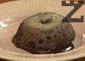 Десертът се консумира, докато е още топъл, с топка сладолед.