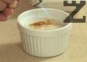 Поднасяме десерта охладен, с карамелизирана захар отгоре.