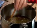 Накисваме жито в тенджера със студена вода, добавяме канела и варим.
