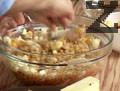 Разбъркваме и добавяме нарязаната ябълка, ядките и кайсиите. Поднасяме десерта, поръсен с пудра захар.
