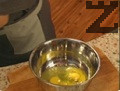 Загрява се фурната до 180 градуса. В купа се размесват брашното, яйцата, захарта и ванилияна. С миксер се разбива, прибавя се млякото и сметаната. Добавя се и ракията, ликъора и солта.