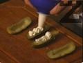 Шприцова се върху разрязани на две кисели краставички. Катъка може да се поднесе и с пресни краставици или домати.