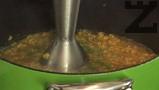 Поръсваме с пресен кориандър, пасираме супата и поднасяме.