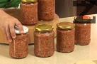 Когато приготвяме ястия за 4 порции, добавяме по 1-2 с.л. от зеленчуковата подправка, без да слагаме допълнително сол.