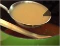 Разреждаме с 1 л от бульона, в който сме варили шкембето, постепенно наливаме и топлото прясно мляко.