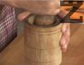 В самия край добавяме едро счукания с малко сол чесън.