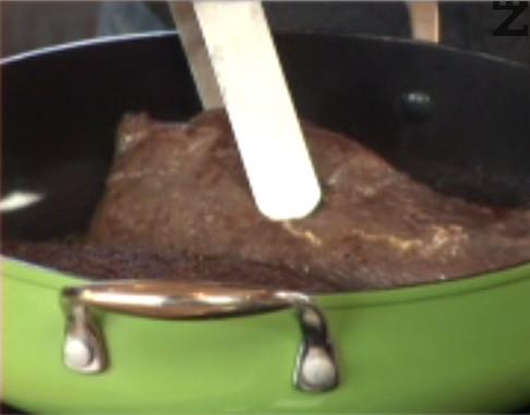 Запържваме го за кратко в малко краве масло, след което го запичаме на 200 градуса за 15-20 мин.