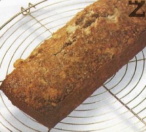 След като се изпече се изважда от кексовата форма и оставя да изстине добре. Тогава се нарязва на парчета и поднася.