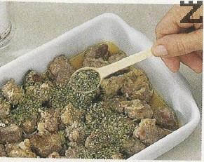 Подправя се със риган, дафинов лист, 4-5 зърна черен пипер. Покрива се с фолио и пече в центъра на фурната при 180 С за 1 час.