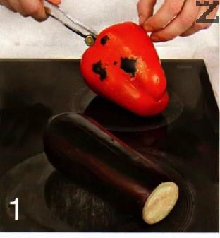 Чушките се изпичат на плоча или чушкопек, слагат в тенджерка с капак да се задушат и се обелват след като изстинат. Нарязват се на квадрачтета.