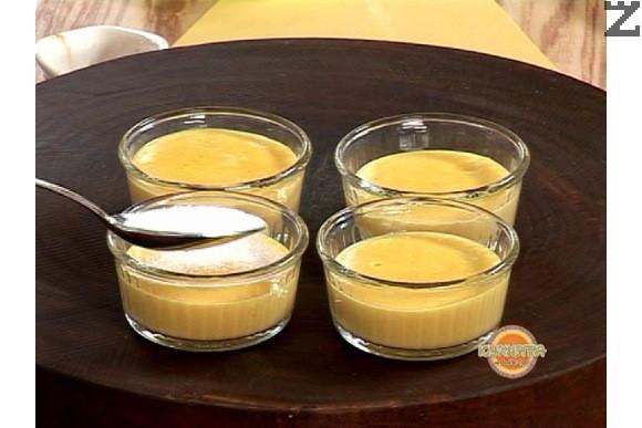Преди сервиране, всеки студен крем се поръсва с малко захар по цялата повърхност.