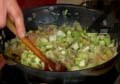 Нарязваме всеки стрък праз лук на две половини. Запържваме нарязан на ситно картоф около 2-3 мин. Добавяме нарязания на едро червен и бял лук, разбъркваме.