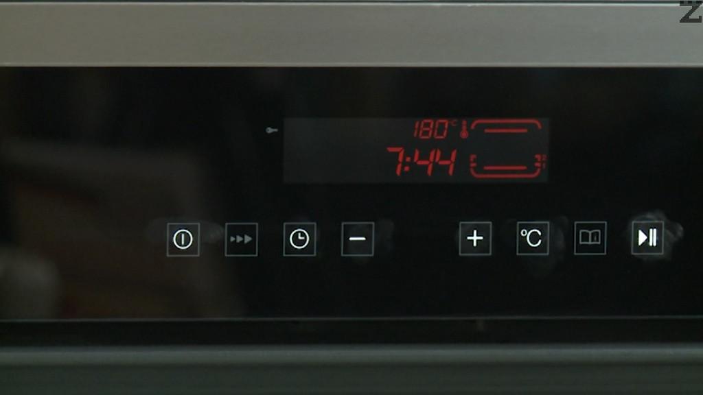 Пекат се на 180 С във предварително загрята фурна за 30 минути.