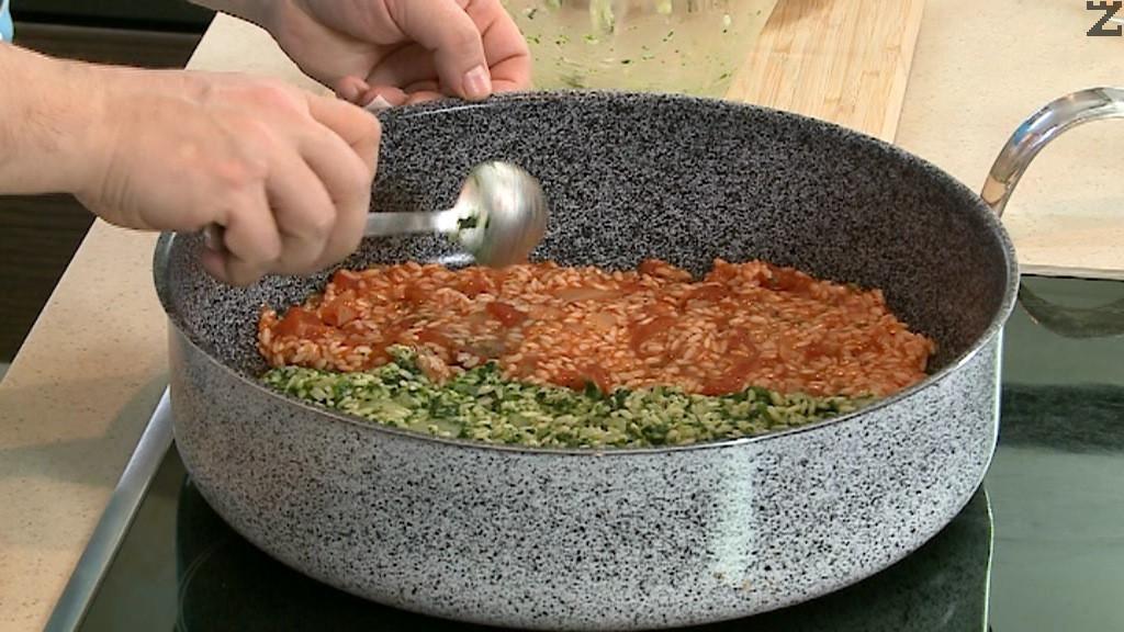 Когато агнешкото е почти готово, се изважда от тавата и трите вида ориз се подреждат един до друг така, че да се получи трибагреник.