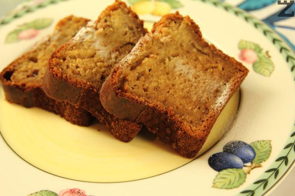 Сместа се слага в продълговата кексова форма. Кекса се пече в предварително затоплена фурна на 180 за 40 минути.