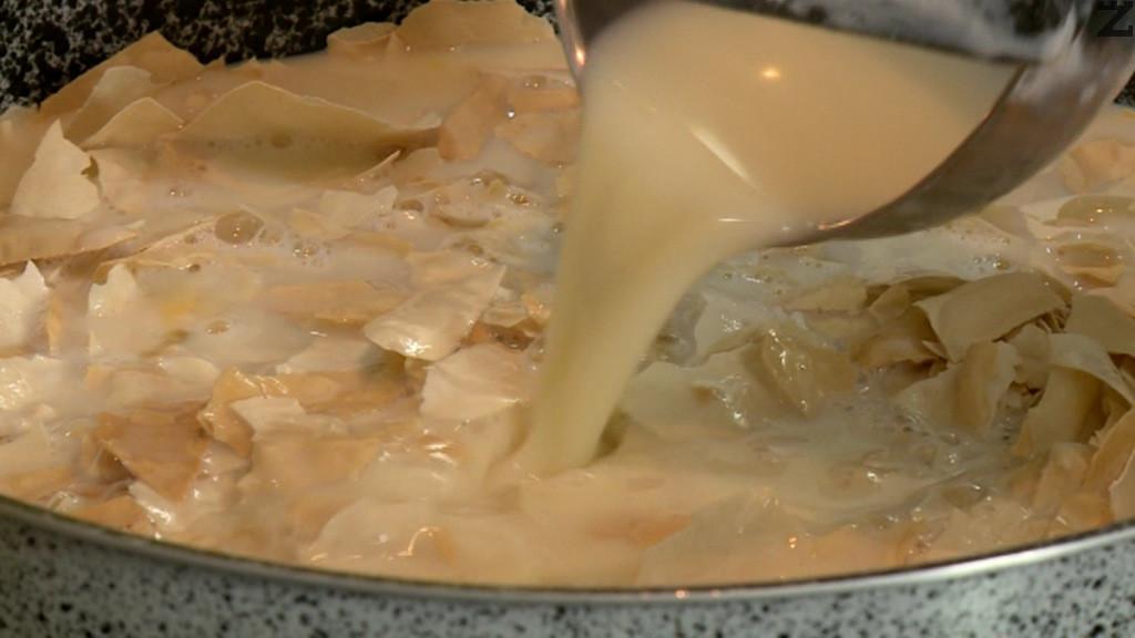 Изважда се от фурната и залива с рабитите яйца и мляко. Връща се във фурната и запича за 45 минути на 180 С. След изважадене се намазва с масло и поднася.