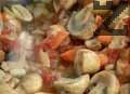 Добавяме нарязан чесън и скълцани домати, наливаме 1ч.ч. вряла вода, поръсваме със сол, черен пипер на зърна и прибавяме дафинов лист. Готвим още 5 мин.