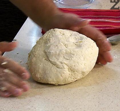 Добавя се едро настъргано сирене и замесва тесто.