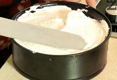 Кремът се нанася върху блата. Прибира се покрит с фолио в хладилник за 6 часа.