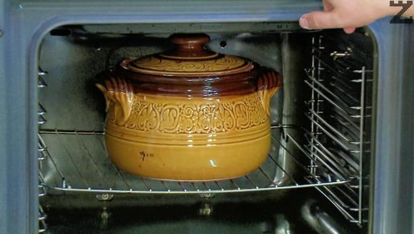 Капамата се слага в студена фурна и загрява до 150 ℃