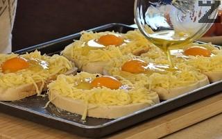 Яйцата се поливат с разтопено масло, поръсват се с малко сол, червен пипер и смлян черен пипер.