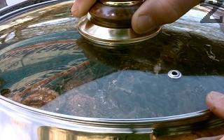 За да се изчистят охлювите има два метода: - традиционен, при който охлювите се слагат в тенджера за 24 -36 часа, салага се капак и се затиска с камък.