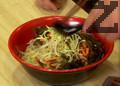 Прибавяме нарязани морков, морски водорасли, праз лук, чесън.