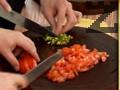 Разбъркваме леко киселото мляко. Нарязваме доматите и чушката на ситно.