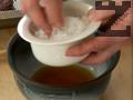 Мариноваме филето за една нощ в марината, приготвена от бренди, морска сол, захар, бял и черен пипер. Втриваме маринатата много добре в месото.