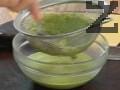 Прибавяме кисели краставички, нарязани на ситно, наливаме малко вода ( 100 мл ) и изсипваме продуктите за соса в блендер. Добавяме пресен магданоз и пюрираме. Претриваме соса в купа с помощта на гевгир и разбъркваме.