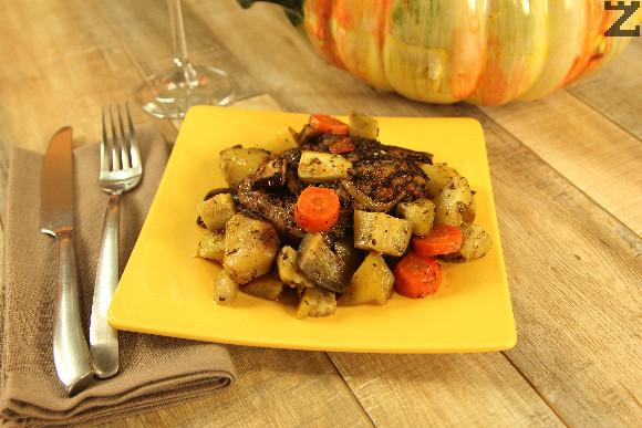 Загрява се до 200 ℃ . След 30 минути се намалява температурата и печенето продължава при 150 ℃ за 2 часа и 30 минути, след което ястието се поднася.