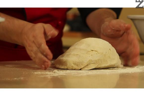 Замесва се меко и лепкаво тесто.