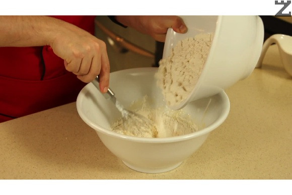Постепенно се прибавя брашното-600гр ( предварително трябва да е пресято) като се разбърква непрекъснато.