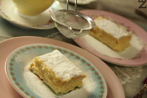 Преди сервиране се поръсва обилно с пудра захар и реже на еднакви парчета.