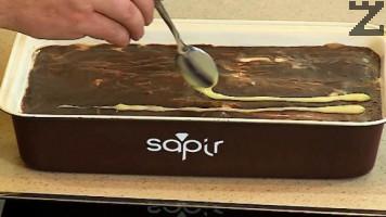 Тортата се оставя в хладилник покрита с фолио за една вечер, за да стегне. Нарязва се и поднася.