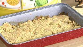 След изваждане се от фурната се поднася топъл с топка сладолед, но може да се сервира и охладен.